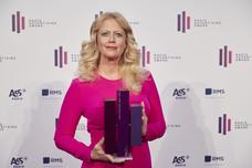 Moderatorin Barbara Schöneberger präsentiert den Audience Award